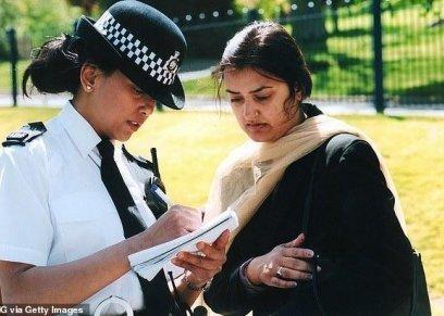 الشرطة البريطانية توفر زيا محتشما للشرطيات المسلمات