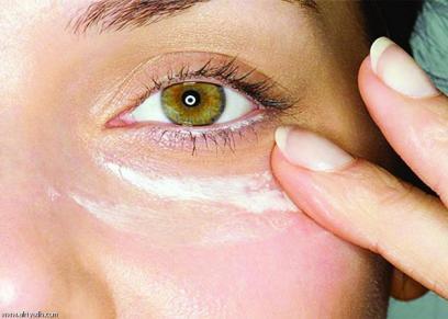 تقشير الجلد حول العين