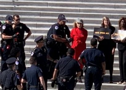 القبض على الممثلة جين فوندا بسبب مظاهرات للدفاع عن البيئة