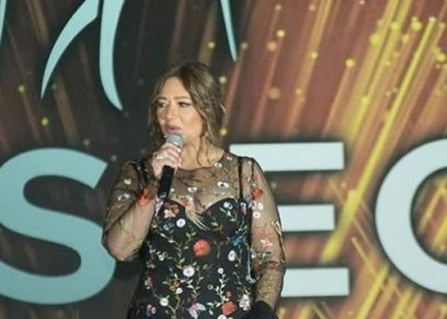 بفستان شفاف.. ليلى علوي تتألق بحفل ملكات جمال العالم