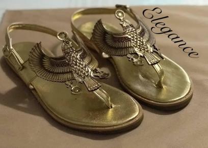 أحذية صيفية بالشكل الفرعوني