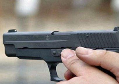 زوج يقتل زوجته بسلاحه الناري