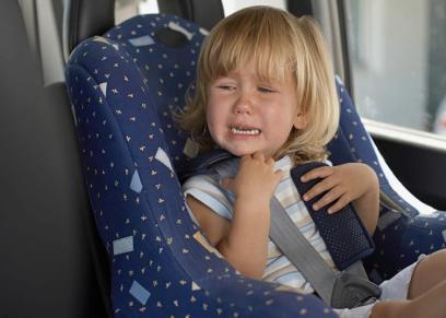 اختناق طفل داخل سيارة بعد أن نسيته أسرته لبضع ساعات