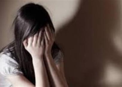فتاة تتعرض للتحرش