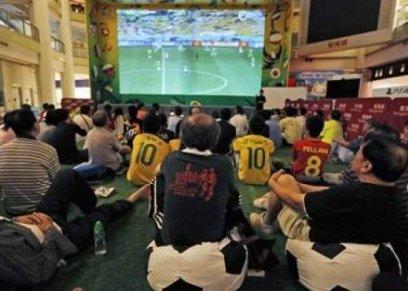مشاهدة مبارة كرة القدم على المقهى