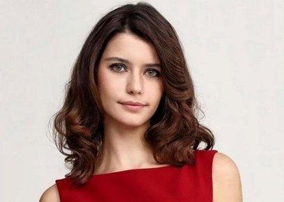 الممثلة التركية بيرين سات