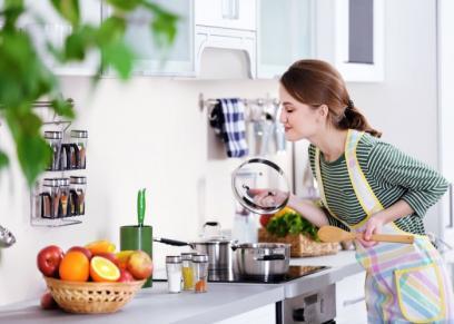 7 طرق بسيطة للتخلص من رائحة الطعام بالمنزل من بينهما..