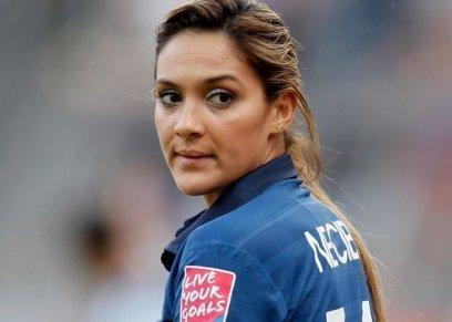 معلق عربي عن لاعبة فرنسية :