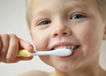 بالفيديو| طبيب أسنان  يقدم العديد من النصائح  حول الأسنان اللبنية لدي الأطفال