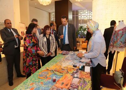 مايا مرسي تتفقد معرض