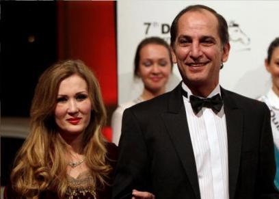 هشام سليم وزوجته