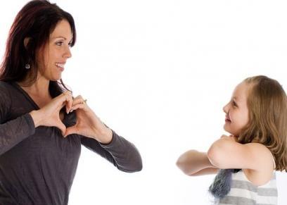 ورشة تعليم لغة الإشارة لأبناء الأمهات المعيلات