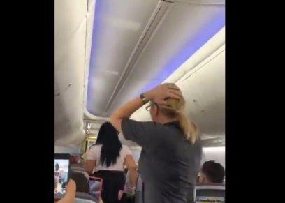 مشهد من المشاجرة على الطائرة