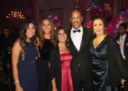 أشرف عبدالباقي وعائلته في حفل الزفاف