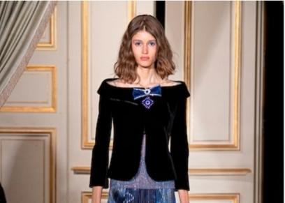 مصمم الأزياء الإيطالي جورجيو أرماني يقدم مجموعته الجديدة للشتاء والخريف المقبلين