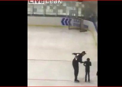 أب يصفع طفلته أثناء التزلج على الجليد حتى كادت تسقط على الأرض
