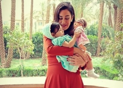 أمينة خليل والطفلة كنزة أحمد في