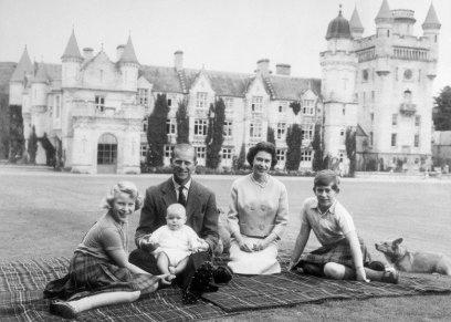 العائلة البريطانية في قلعة بالمورال