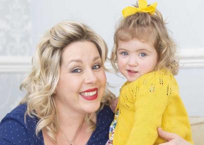 رضيعة تنقذ والدتها من خطر سرطان الثدي