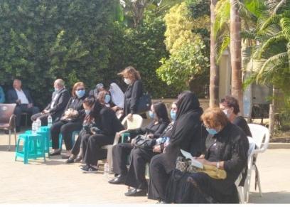 وصول جثمان فرخندة حسن إلى المسجد قبل صلاة الجنازة