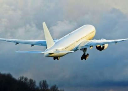 راكبة تمنع إقلاع الطائرة بسبب تسوق ابنتها في المطار
