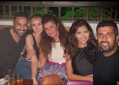 غادة عادل تجتمع مع الفنانة هنا الزاهد وأحمد فهمي ومي عمر وزوجها محمد سامي