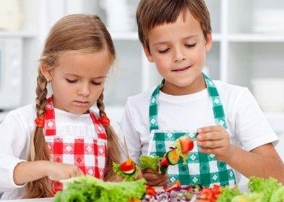طرق بسيطة لإقناع الأطفال بتناول الطعام الصحي