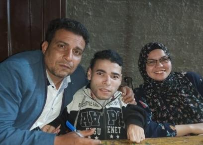 خالد زوجته مايسة  أمام اللجان الانتخابية