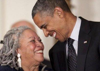 توني موريسون والرئيس الأمريكي السابق باراك أوباما