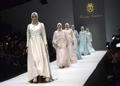 أول معقد أزياء بأندونسيا