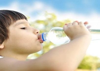 تناول الأطفال الماء يقتلهم