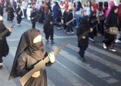 تلميذات بإندونسيا يرتدين ملابس داعش