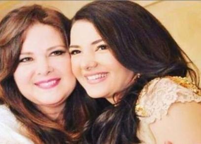 دنيا سمير غانم ووالدتها دلال عبد العزيز