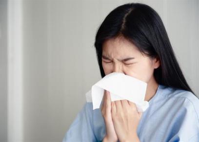 الفرق بين أعراض حساسية الأنف وفيروس كورونا