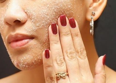 إزالة الجلد الميت باستخدام السكر