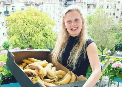 سيدة تعيش على تناول الفواكه والخضروات غير المطهية