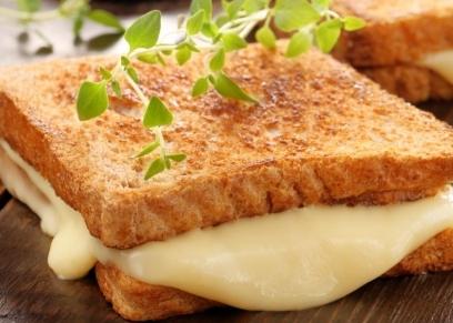 ساندوتشات الجبنة السايحة