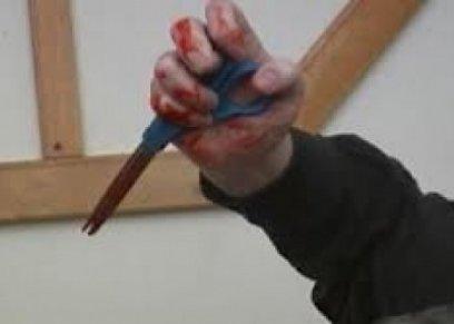«محمد» يطلق زوجته غيابيا: «معندهاش تفاهم.. ضربتها قلم فتحتلي بطني بمقص»