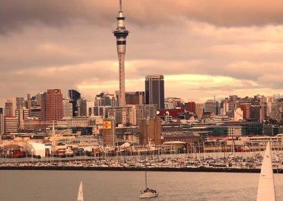 عائلة آسيوية تتعرض لموقف عنصري في نيوزيلندا
