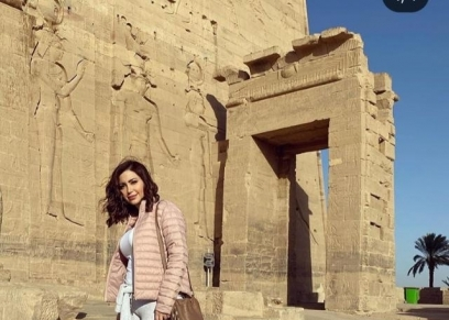 نسرين طافش تشارك جمهورها بصورمن جولتها بمعبد فيلة بأسوان