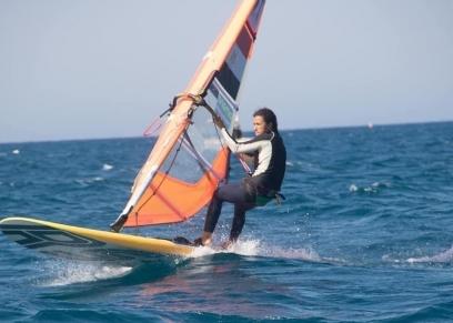 شريفة اشرف أول فتاة مصرية في رياضة الالواح الشراعية