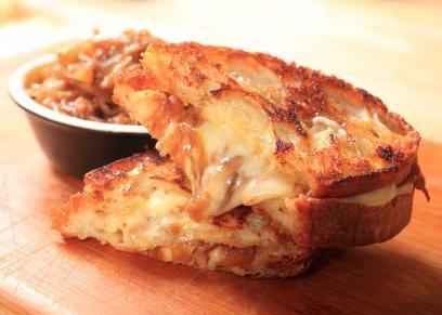 أكلات سهلة بالجبنة السايحة