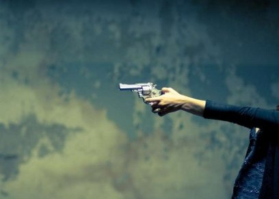 بالصور|  سيدة أمريكية تتخلص من حبيبها بإطلاق النار عليه :