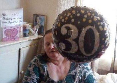 بالصور| عائلة بريطانية تحتفل بذكرى ميلاد ابنتهم رغم اختفائها من 16عامًا