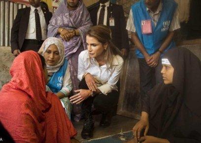 الملكة رانيا مع اللاجئين