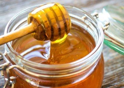يحارب الكثير من الأمراض.. عسل النحل يخلصك من قروح الفم