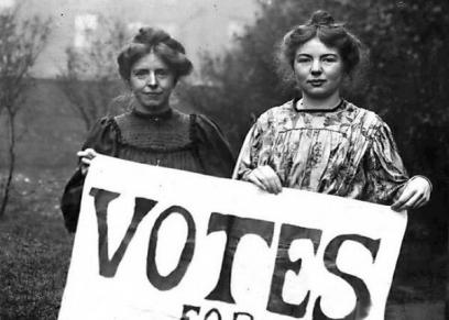 الأمريكيات وهن يطالبن بحقهن الذي حصلن عليه عام1920