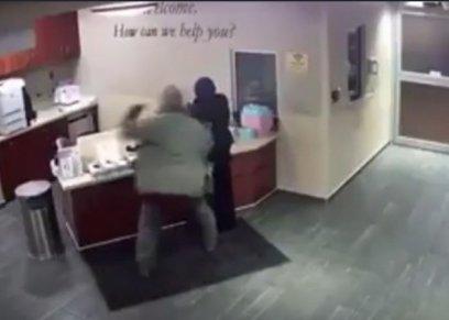بالفيديو| اعتداء وحشي على طالبة مسلمة في مستشفى أمريكية