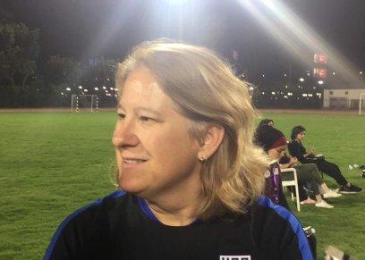 ليندا هاميلتون مدربة كرة القدم النسائية الأمريكية