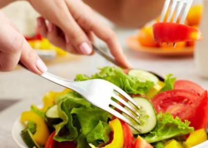 هذا النوع من الحميات الغذائية يضر الدماغ ويطيل العمر